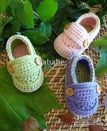 Wholesale Crochet baby loafers infant first walk shoes wooden button M pairs mix color cotton yarn