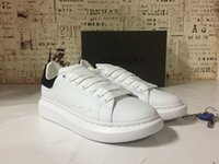 Wholesale Alexander Luxury White Black McQuees Casual Shoes Lace Up Designer Comfort Pretty Girl Women Sneakers Casual Leather Shoes Men Women Sneaker