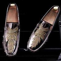 Wholesale men dress shoes online - 2019 Men Glitter Shoes New Mens Fashion Casual Flats Men s Designer Dress Shoes embroidery Loafers Men s Platform Driving Shoes