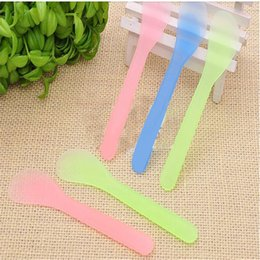 500pcs Beauty Necessary Tools Facial Brush Mask Spoon Makeup Tools Scraper Plastic Random Color Mask Stick