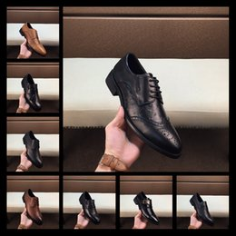 ClassiC wedding men dresses online shopping - Mix High quality casual suit shoes luxury brand fashion classic red and blue button striped flat shoes brown leather