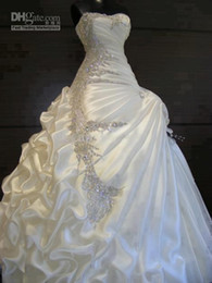 China Gorgeous A Line Strapless Crystal Wedding Dresses Ruffles Crystal Beaded Beautiful Bridal Gowns 2018 Vintage Wedding Dress supplier beautiful modern wedding dresses suppliers
