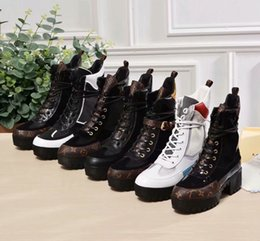 Chinese  Top Luxury designer boots Women Desert Boot chunky heel Martin shoes Print Leather Platform Desert Lace-up Boot 5cm 13 colors with box manufacturers