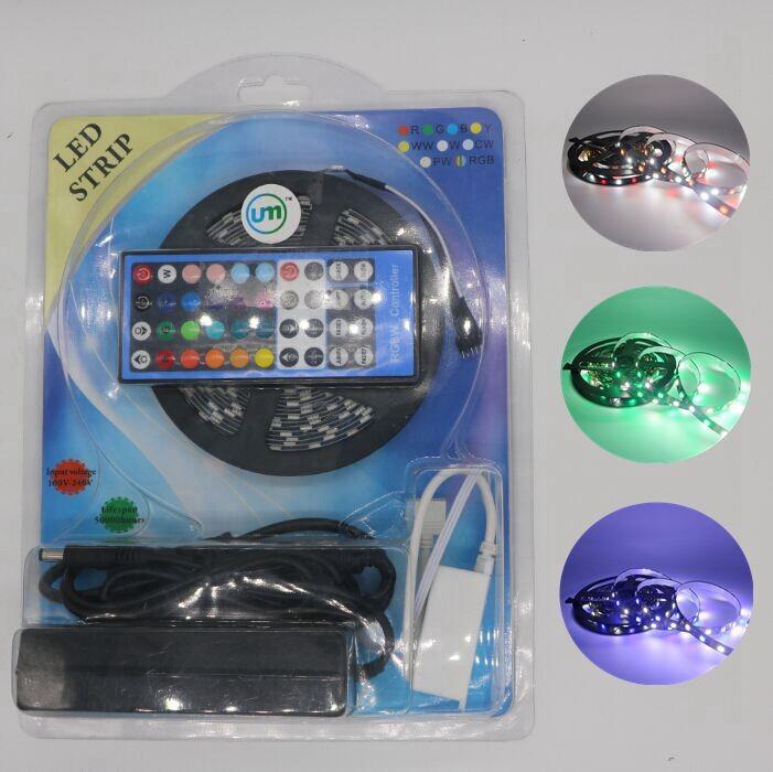 NIEUWE 5M / ROLL 5050 DC12V 60LED / M Zwarte PCB RGB W LED Strip Waterdicht / Niet-Waterdichte 5m Strip + 40Key IR-afstandsbediening + 12V 5A-adapter