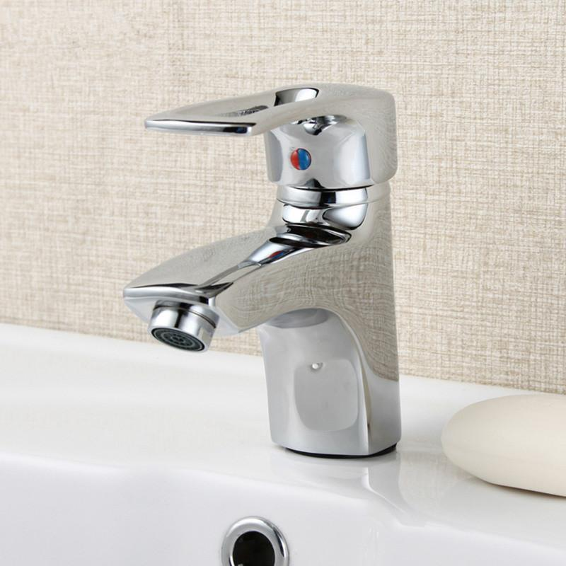 Modern Chrome Widespread Basin Faucet Single Handle Sink Mixer Tap Deck Mounted The short straw hat design waterfall