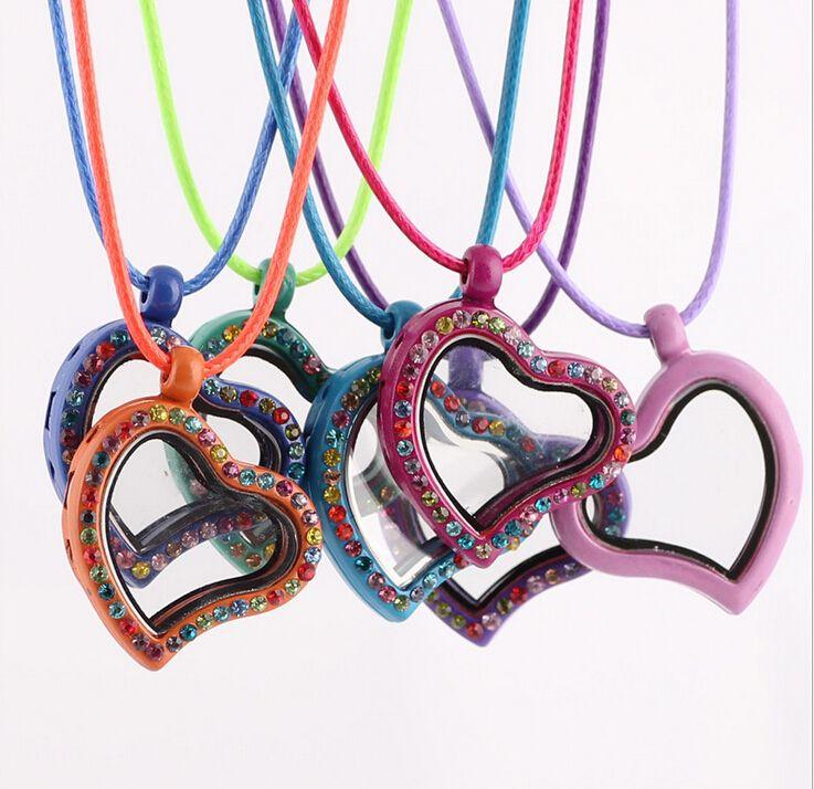 2017 8Colors mode levande minne flytande hjärta locket hängsmycke halsband 30mm gratis 50pcs charm halsband pendlar