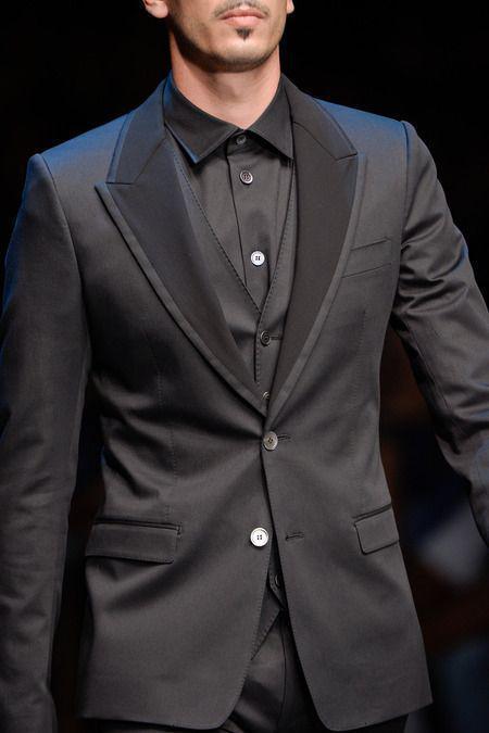 Custom Design Charcoal Gray Groom Tuxedos Groomsmen Peak Lapel Men Wedding Tuxedos Dinner Prom Suits (Jacket+Pants+Vest)q128