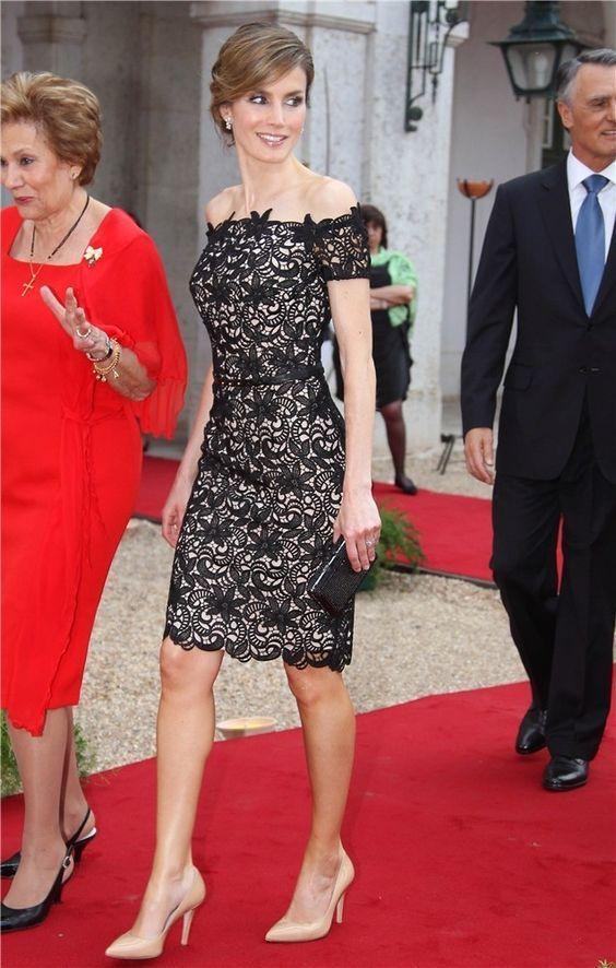 우아한 칼집 레이스 블랙 이브닝 드레스 2016 무릎 길이 어깨에 짧은 소매 레이스 레드 카펫 드레스 짧은 파티 드레스 오프 섹시