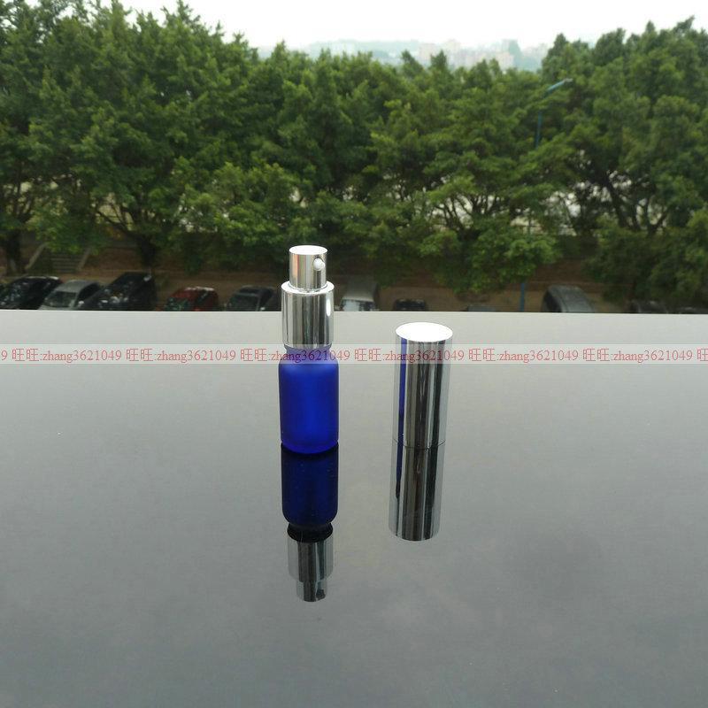 10ml 블루 서리로 덥은 유리 로션 병 알루미늄 반짝 이는 실버 pump.for 로션과 에센셜 오일. 로션 용기