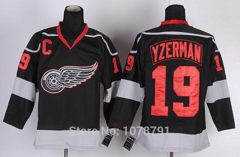 19 Steve Yzerman Black