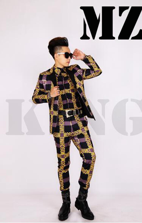 El club nocturno de moda del cantante de sexo masculino en Europa y la pista mira el traje negro gris disfraza letras del oro. S - 6 xl