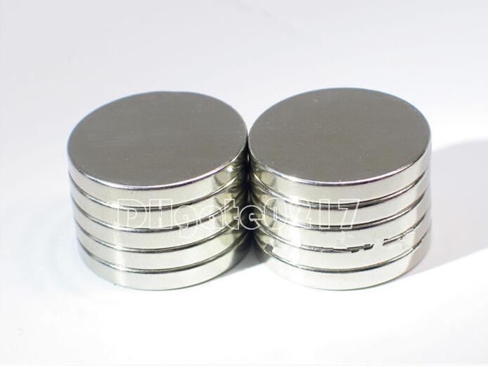 100pcs / lot Vente Chaude Super Forte Cylindre Rond À Disque 12mmx1.5mm Aimants Rare Earth Neodyme Livraison Gratuite