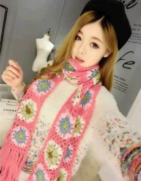 Bufanda hecha a mano sólida de la flor del ganchillo de las mujeres Neckscarf color mezclado tamaño 200 * 15cm 10pcs / lot # 2151