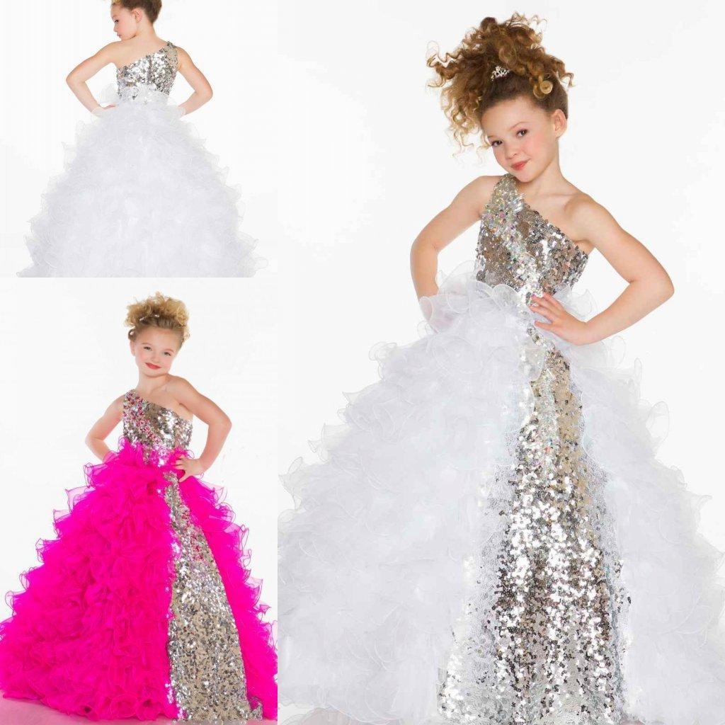 2015 Glitz 장식 조각 한 어깨 꽃 소녀의 드레스 귀여운 공주 플리츠 Organza 자홍색 흰 볼 가운 작은 꽃 소녀 미인 대회 드레스