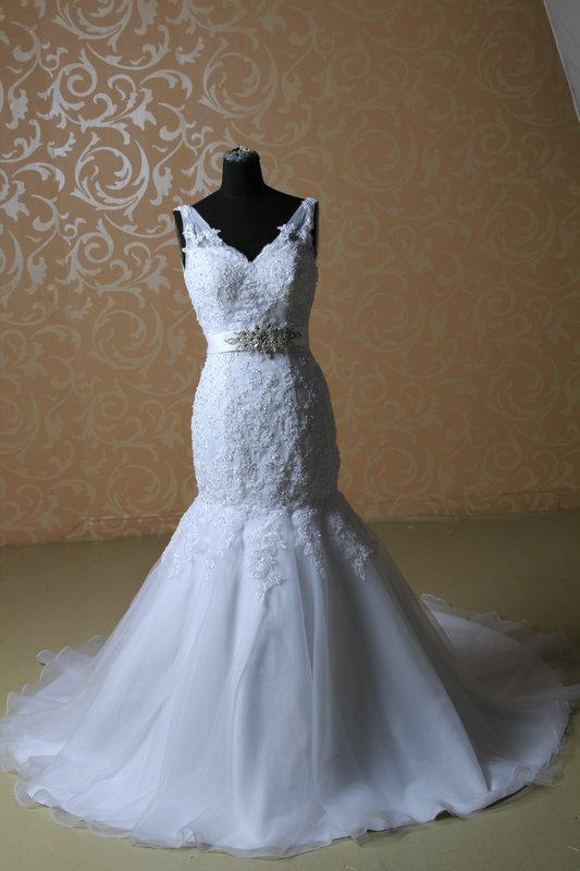 Robes de mariée en dentelle blanche 2019 Col V-Crystals sans manches Sash perlé en dentelle sirène balayer train robe de mariée de lacets de dentelle dos sur mesure w927