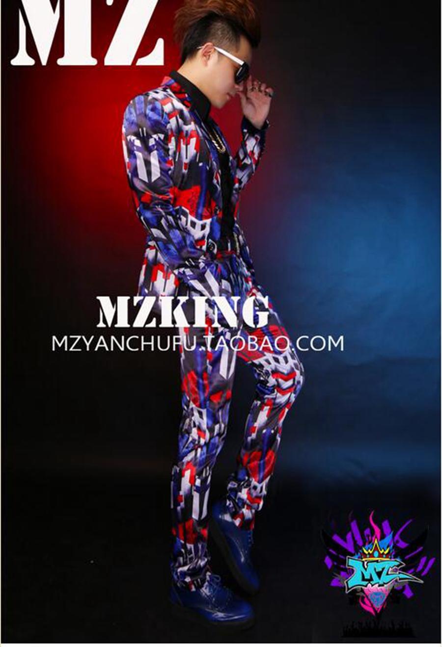 남성 가수 한국 버전 활주로에서 나이트 클럽 파란색과 빨간색 빛 실크 새틴 탄성 정장 의상 형상을 찾습니다. S-6xl