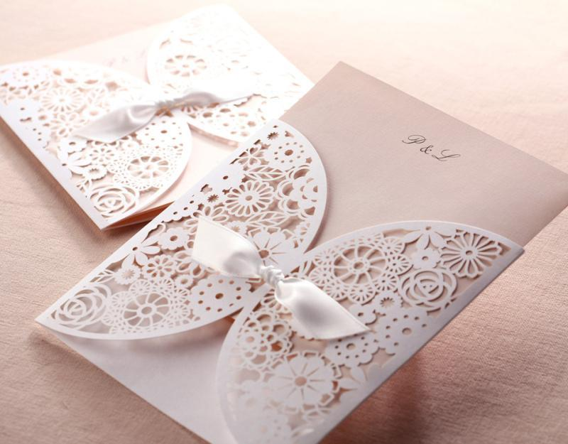 Hollow Wedding Invitation Cards Romantic White Flower Lace Cut-out Invitation with Bowknot Free Customized Laser Invitation Cards Printable