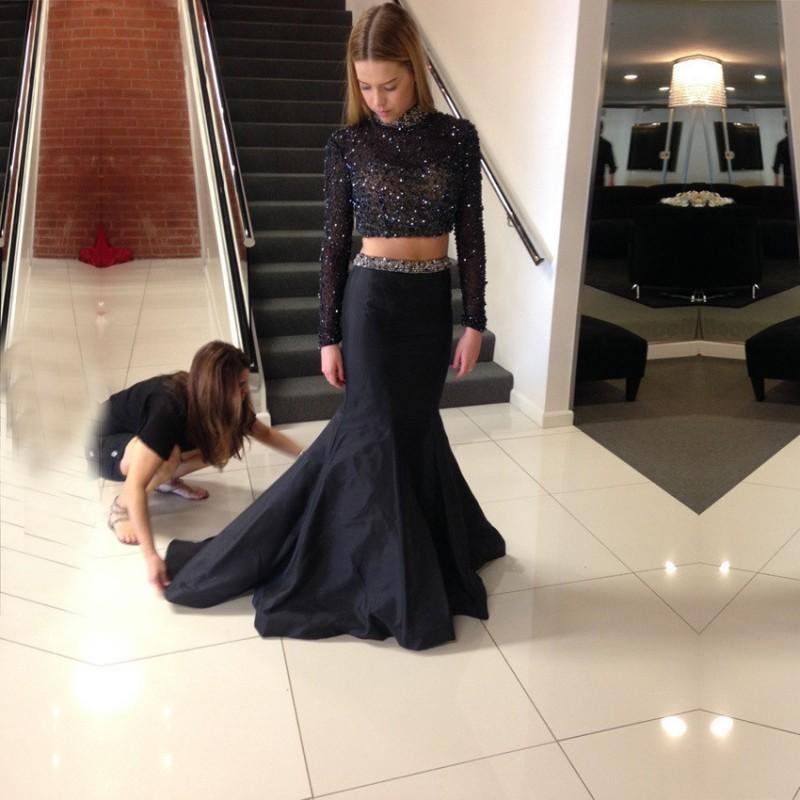 Dos piezas de vestidos de baile 2016 cordón moldeado Negro Sheer top de encaje con mangas largas de tafetán tren del barrido de la falda