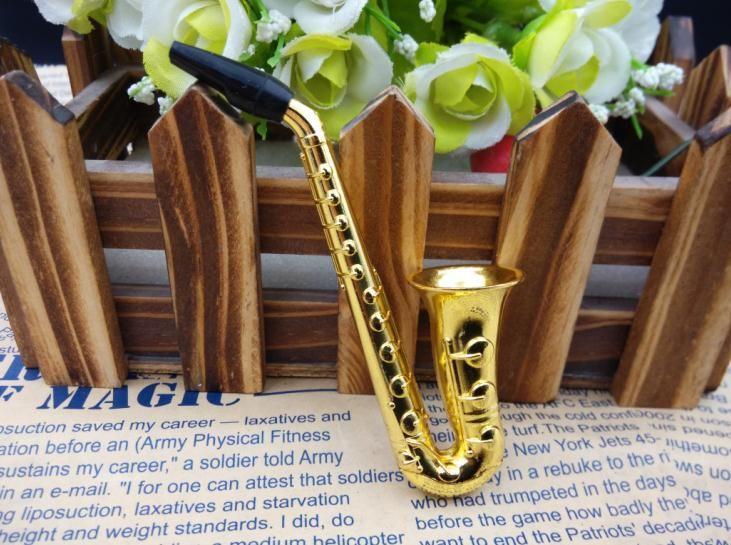 Free shipping wholesalers ----- 2015 new Creative saxophone portable metal pipe / metal bong, length 10cm, send filter, suction card packagi