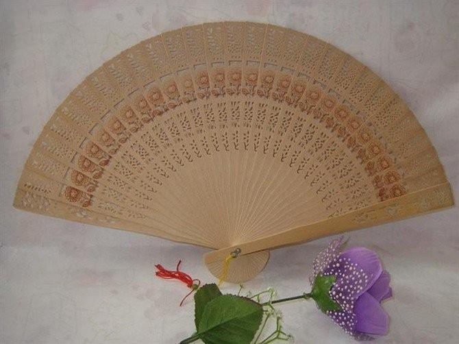 Ventilatori di mano di legno fragranti pieganti intagliati cinesi liberi di trasporto 100pcs