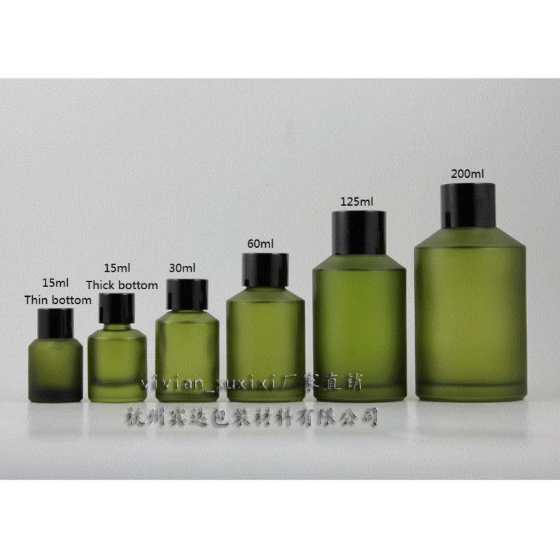 60ml 녹색 서리로 덥은 유리 병 검은 알루미늄 스크류 캡 및 감속 기와 함께. 에센셜 오일 / 액체 크림 / 로션, 유리 용기