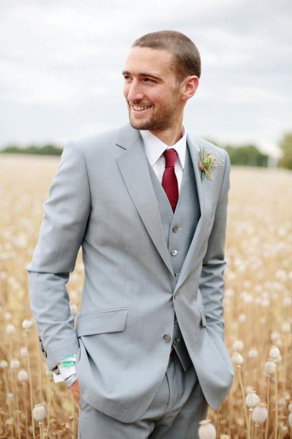 새로운 디자인 패션 자기 잘 생긴 정의 남자를위한 결혼식 정장을 신랑 신랑 Groomsmen 턱시도 망 결혼식 정장 (자켓 + 바지 + 조끼)