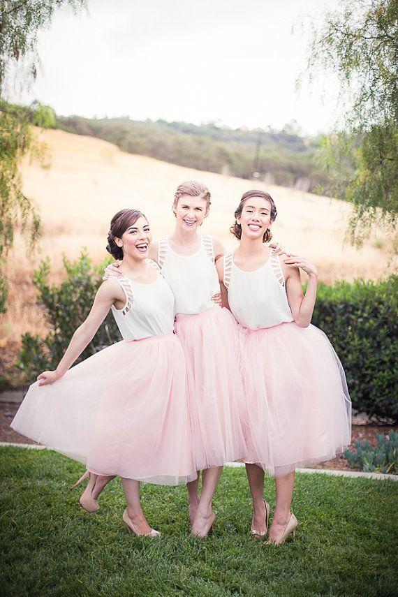 ピンクの膝の長さの花嫁介添人のドレススカートはラインシアーチュールヴェステドデフェスタファッションチュチュパーティーガウン