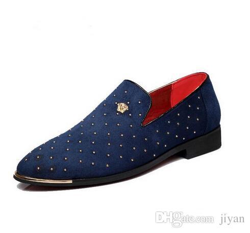 Promoción Nuevo 2018 primavera Hombres Zapatillas Casual oxfords Mocasines Fiesta boda Zapatos Europa Estilo remache Negro azul Zapatos de conducción mocasines