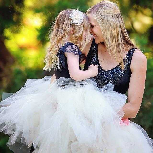 Elegante mooie moeder en dochter rokken tutu tule korte ruches ouder-kind rok baljurken eenvoudige zomer familie jurk alikes