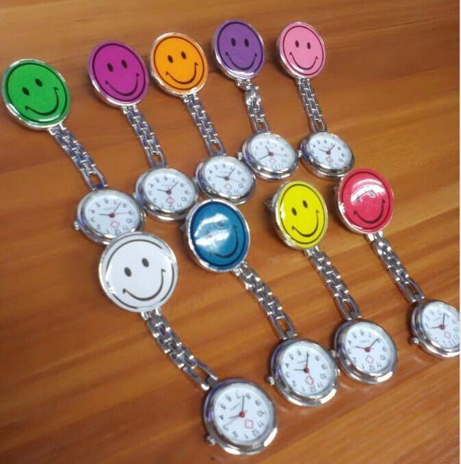 الجملة 800pcs / lot ميكس 10colors ليلة ممرضة الساعات الساعات مضيئة الساعات المعدنية ابتسامة الساعات NW012