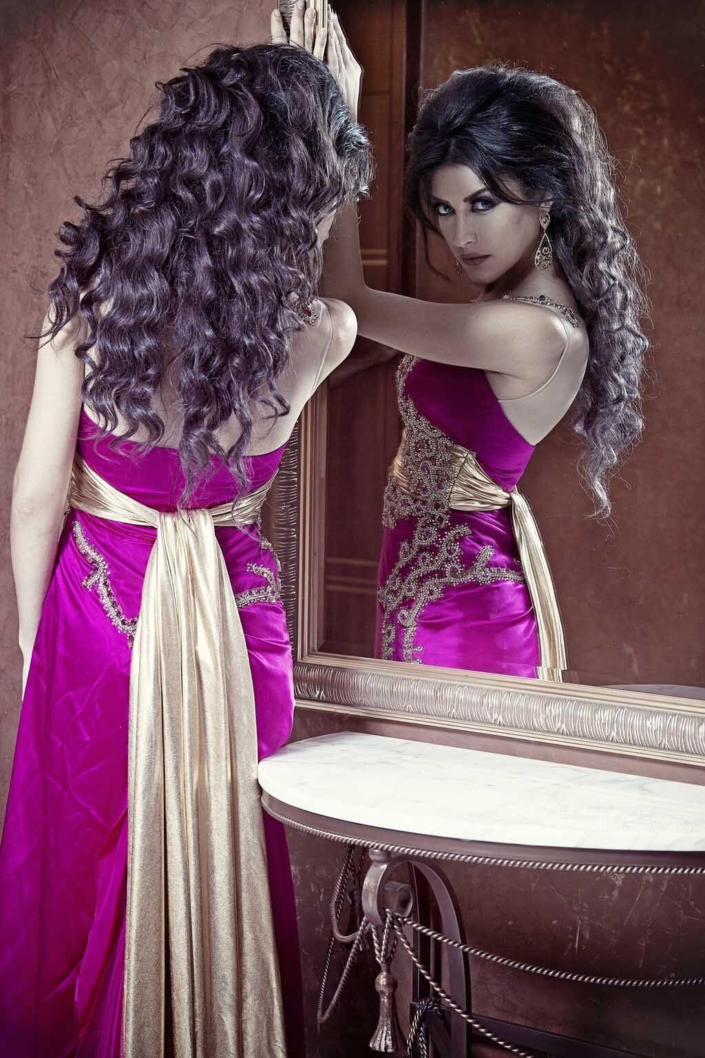 2015 Mideast Sexy robes de soirée une ligne Sheer Illusion bretelles et dos décolleté crew train de balayage avec ruban ceintures occasion robes