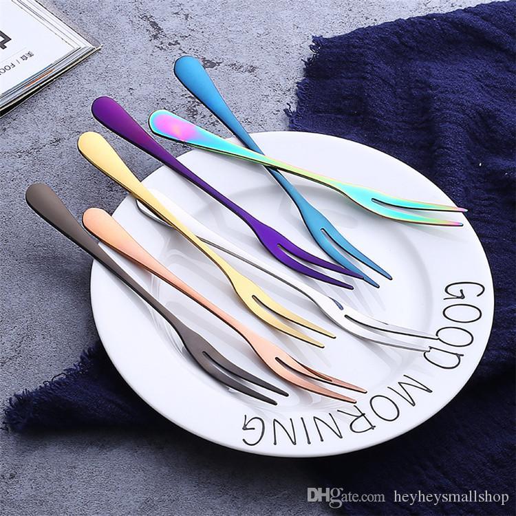 Garfo de frutas de metal colorido boa qualidade titanium chapeado dois dentes aço inoxidável garfo de frutas em promoção