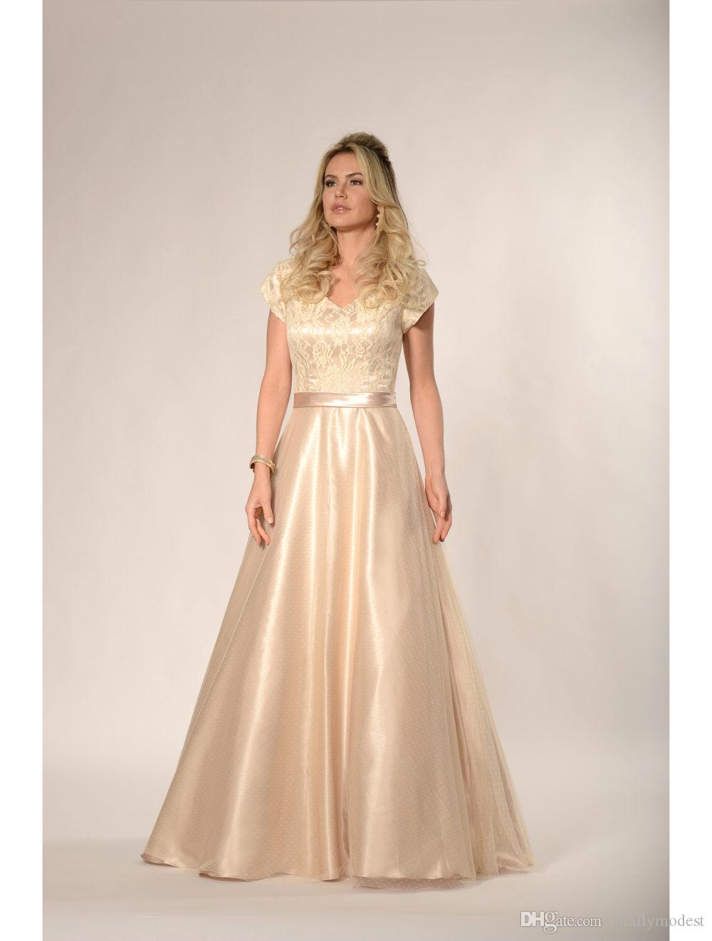 V-Ausschnitt Lace Top Tüll Rock Modest Brautjungfer Kleider mit Kappenärmeln Satin Gürtel Rustikal Land Western Brautjungfer Robes Maß