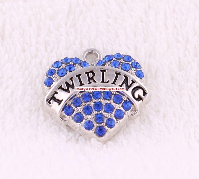 Heart Rhinestone Twirling Charm New Listing 50pcs輝く青いクリスタルペンダントで散らばった亜鉛をたくさんの無料船亜鉛(P500111)