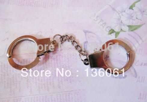 Vintage Silver Handcuffs Key Chain THUMB CUFFS Charms For Keys Car Bag Key Ring Handbag Couple Key Chains Gifts Crafts Accessories