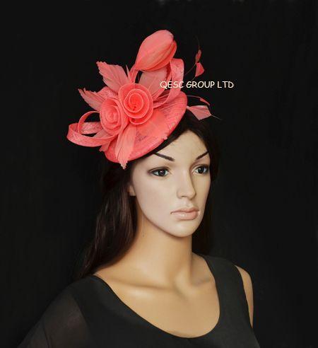 Nueva llegada. Fascinator fascinator de la pluma rosa coralina de Sinamay para la taza de Melbourne, derby de Kentucky, boda, razas.