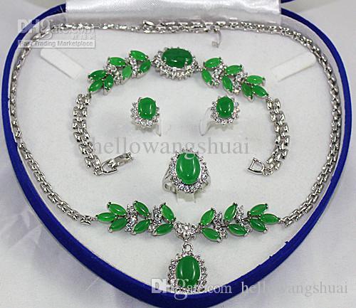 L'anello dell'orecchino del braccialetto della collana della giada di verde di modo d'argento mette gli insiemi / insieme dei monili della pietra preziosa