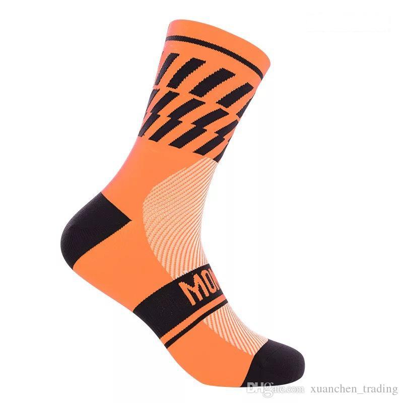 2017 Calze da ciclismo in nylon a sei colori di alta qualità uomo basket carriera traspirante calzini da corsa a piedi night running calzini al ginocchio