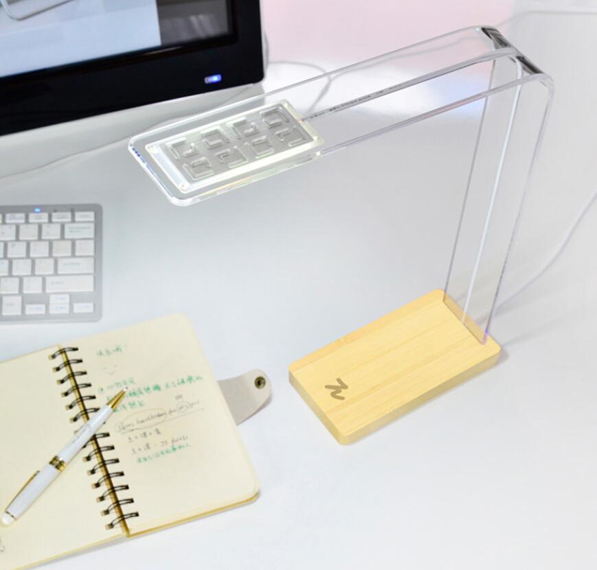 デザインパイオリジナルシンプルな木製LEDデスクランプ、USBパワードデスクランプタッチ調光器、インテリジェントなタッチセンシティブライト