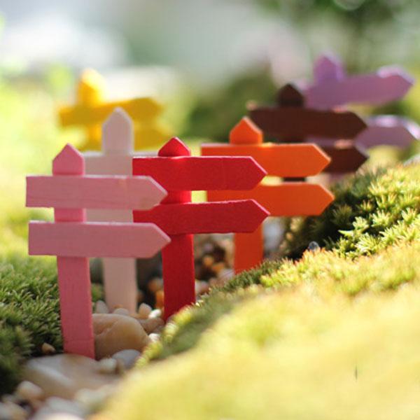 20 pz Home Sign Direzione di Legno Vintage Board Resina Craft Garden Fariy Miniature Microlandschaft terrario bonsai vetrina decorazione