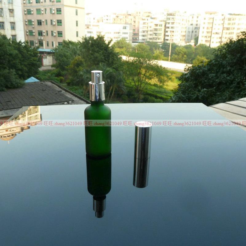 50ml 녹색 광택 젖빛 유리 로션 병 알루미늄 반짝 이는 실버 pump.for 로션과 에센셜 오일. 로션 용기