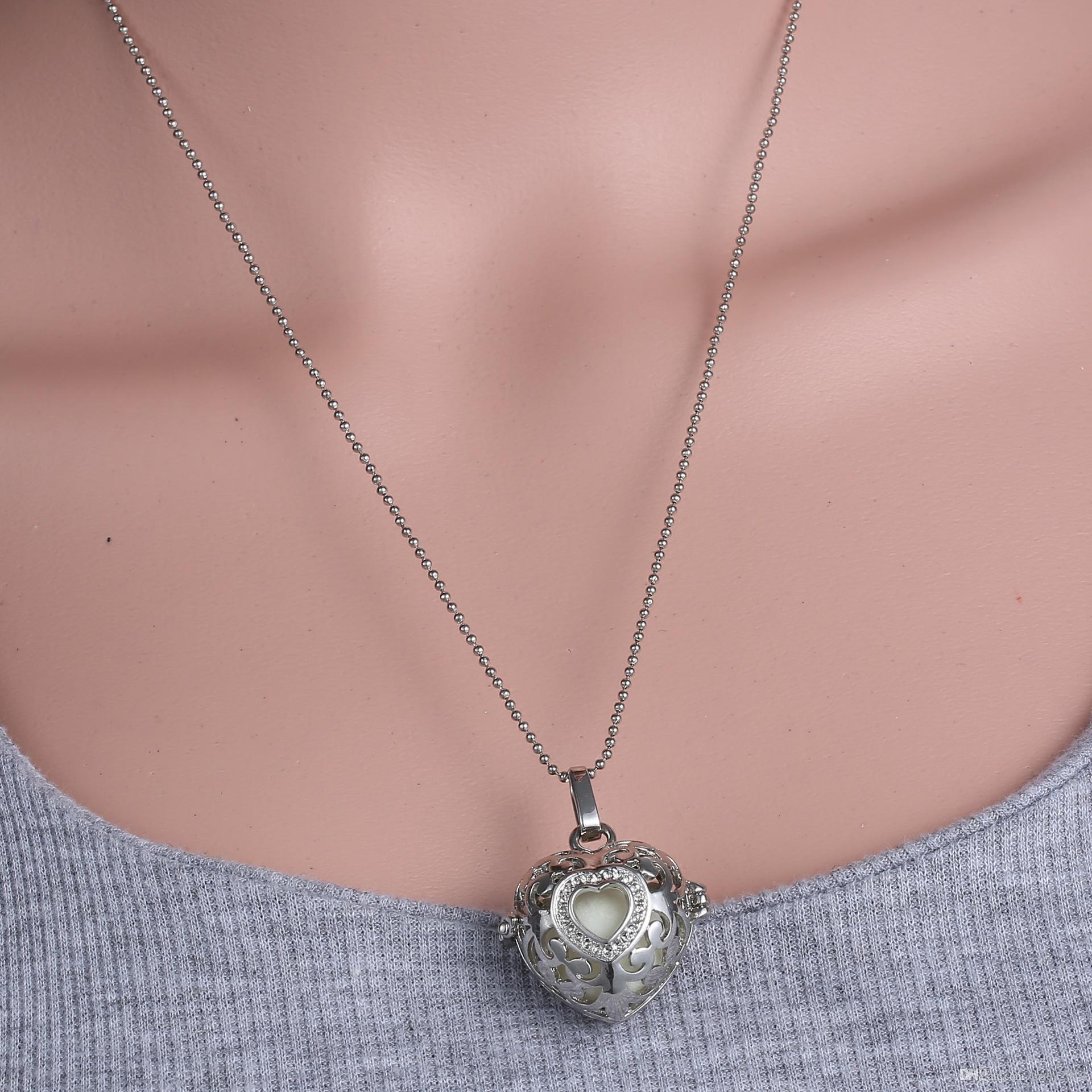 Acheter Boule De Grossesse De Boule D'harmonie De LED Dans Des Pendants  Pendentif Creux De Chaîne De Clavicule En Forme De Coeur Boule D'ange De ...