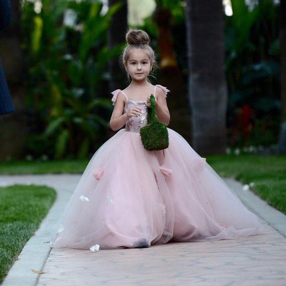 Blush Rosa Flor Meninas Vestidos Apliques de Cintas de Espaguete vestido de Baile Ruffles Tule Pageant Vestidos para Meninas Longo Menina Vestidos para o Casamento