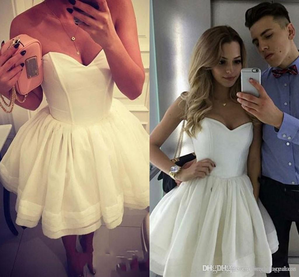 Simple Design Off Shoulder Homecoming Dress Special Occasion cocktail Dresses A-line White Sweetheart-neck Cute Short Short Mini Tiered Gown