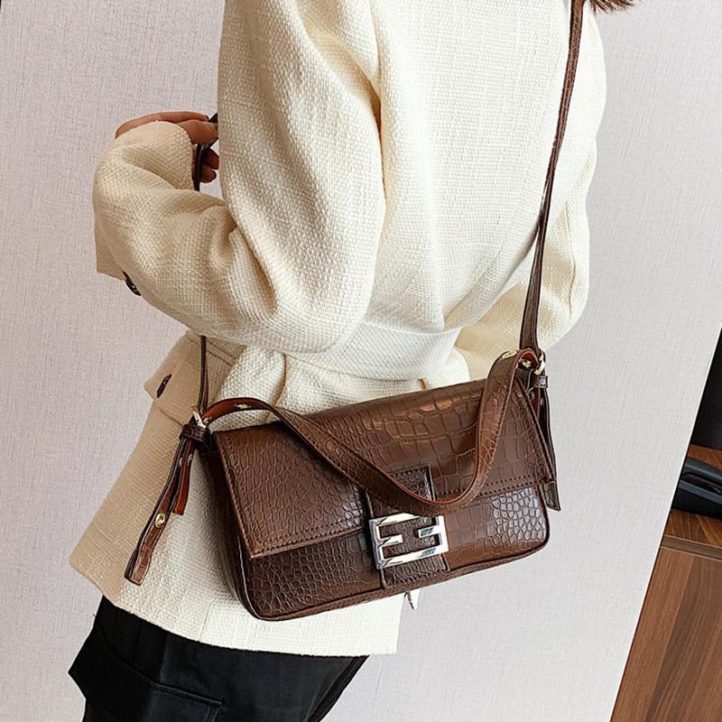 Tasarımcı-Yüksek kaliteli Omuz Çantası Retro Koltukaltı Çanta Bayan Baget Klasik Marka Kilit Yabani Omuz Tasarımcı çanta