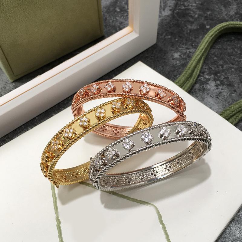 Небольшой четырехлистный браслет клевера подходит для женских ювелирных украшений