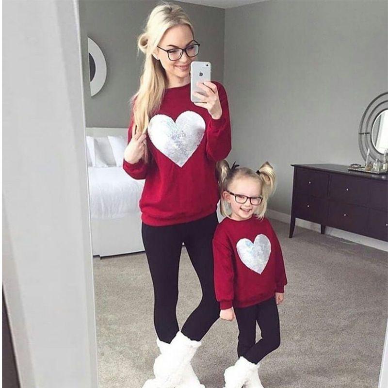 Moda Coração família lantejoulas Mesma roupa Mommy and Me Bebés Meninas Autumn manga comprida O-pescoço camisola Hoodies da filha da mãe roupa