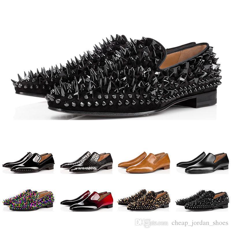 패션 디자이너 mens shoes 로퍼 검은 색 빨간색 스파이크 특허 가죽 슬립 드레스 웨딩 플랫 바지 신발 비즈니스 용 크기 39-47