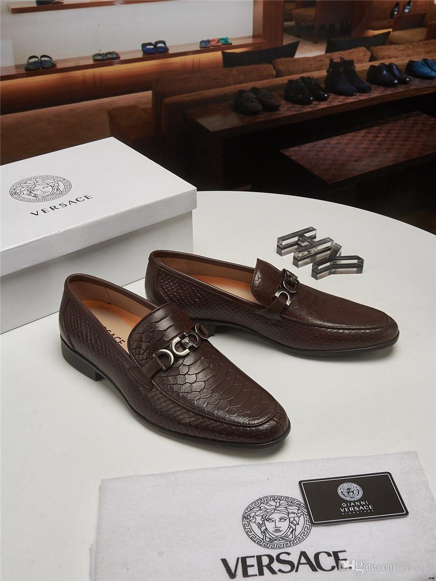 18ss diseñadores 2019 moda puntiaguda zapatos de vestir del dedo del pie zapatos de vestir del banquete de boda ocasional hombres de cuero genuinos pisos suaves fresco mocasines