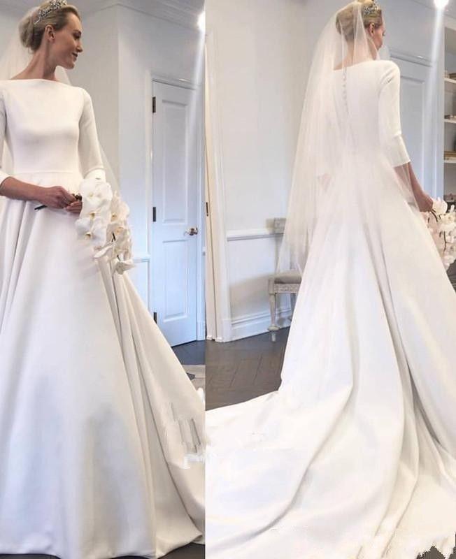 Acheter 2019 Nouveau Pays Robes De Mariée En Satin Manches Longues Bateau  Bouton Bouton Retour Robe De Train De Cour Pour Robes De Mariée Robes De